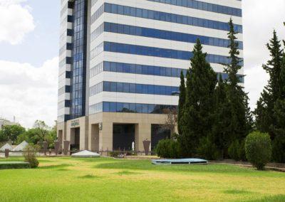 Jardín edificio Renta Sevilla